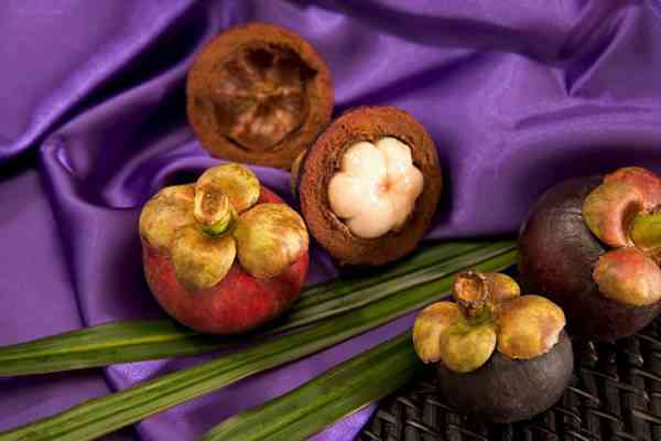 picture of mangosteens